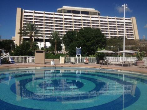 contemporary-cabana-pool